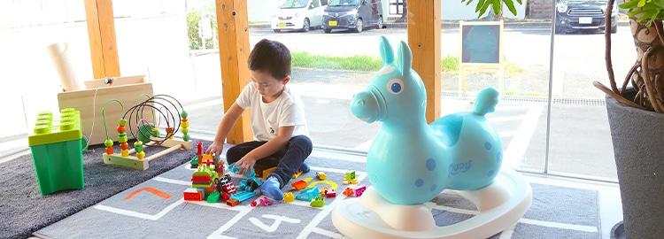 お子さま連れでも安心キッズスペースありベビーカー・車椅子も安心のバリアフリー
